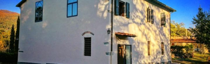 Two buildings and 3 hectares land with free view, just outside Florence