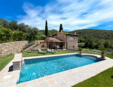 Modern farmhouse with pool and 4000 sqm park in Cortona, Tuscany € 1.525 000