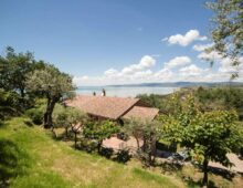 Villa 3 bedrooms with incredible view over Trasimeno Lake, Umbria €575 000
