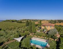 Restored countryhouse, swimming pool & dependance, 3 ha of land with olive grove near Pienza, Tuscany €1.850 000