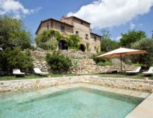 Prestigious farmhouse with swimming pool, additional house and 2 ha of land with olive grove. Radda in Chianti, €2.750 000