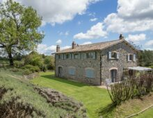 Prestigious country house with dependance and swimming pool, tennis court and 3 ha of land in Orvieto, Umbria €980 000