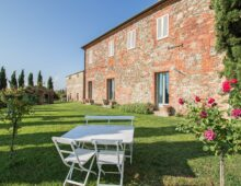 Renovated country house, swimming pool and 13.000 sqm park in Torrita di Siena, Tuscany