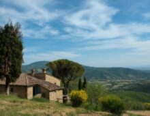 Refurbished Tuscan farmhouse 3 bedrooms, 3 bathrooms, with land and magnificent views.  € 645.000
